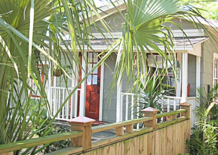 Erehwon Retreat, a vacation cottage in Tampa, Florida